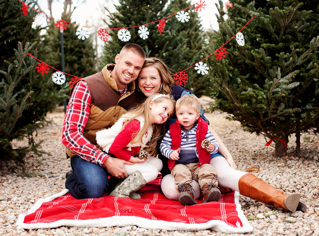 what to wear in christmas photos 10 tips